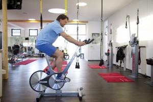 Kurz nach der OP eifrig am Trainieren, zwei Jahre später fit wie nie: Andreas` Einsatz hat sich gelohnt!