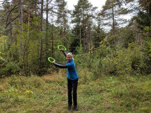 Die grünen Smovey-Ringe kann man zu jedem Spaziergang mitnehmen.