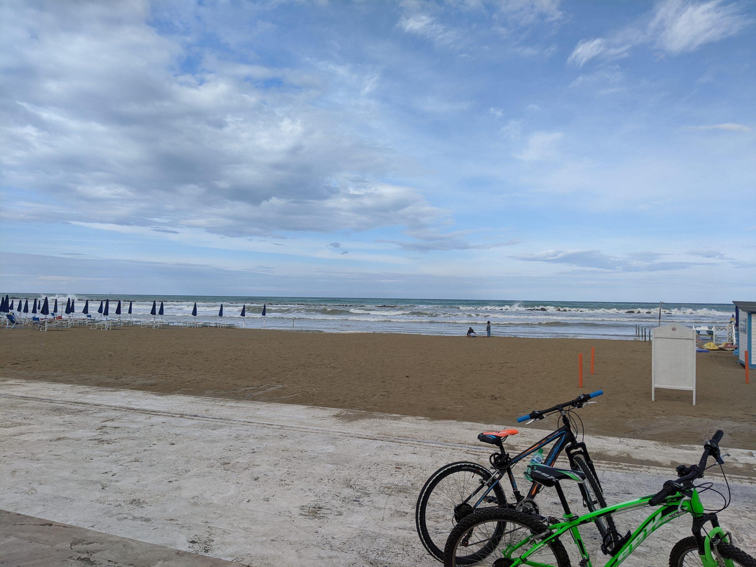 Gute Kombination: erst Strandspaziergang, dann Radtour zum nächsten Eis-Stand als Belohnung